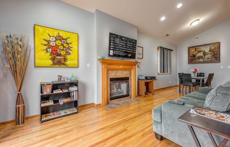 3 - Sleeps 10 Parking Breakfast Sushi Wine Smoothies  - Early check-in and late check out ! $10 off 你好  مرحبا Hola  Bonjour Привет Kamusta perfect for big families, groups & students Apt.3
