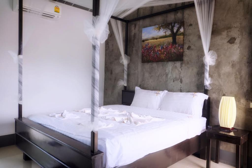 Standard room  - 2 persons - 1 king bed  - private bathroom