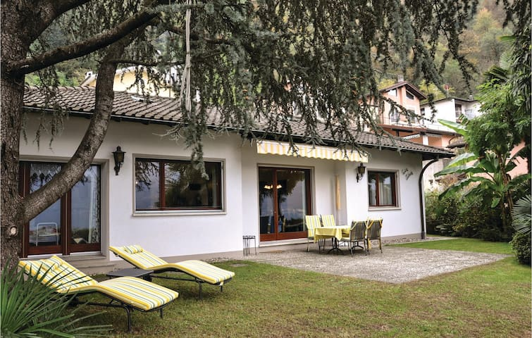 Holiday cottage with 3 bedrooms on 100 m² in Brusino Arsizio