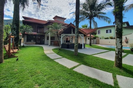 Incrível Casa c/ Piscina a 600m Praia Cond Fechado