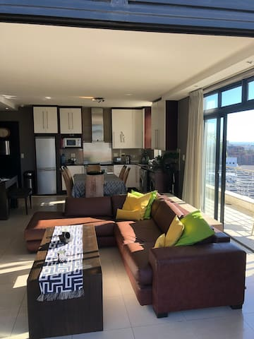 Luxury Corner Penthouse in DeWaterkant by CTICC