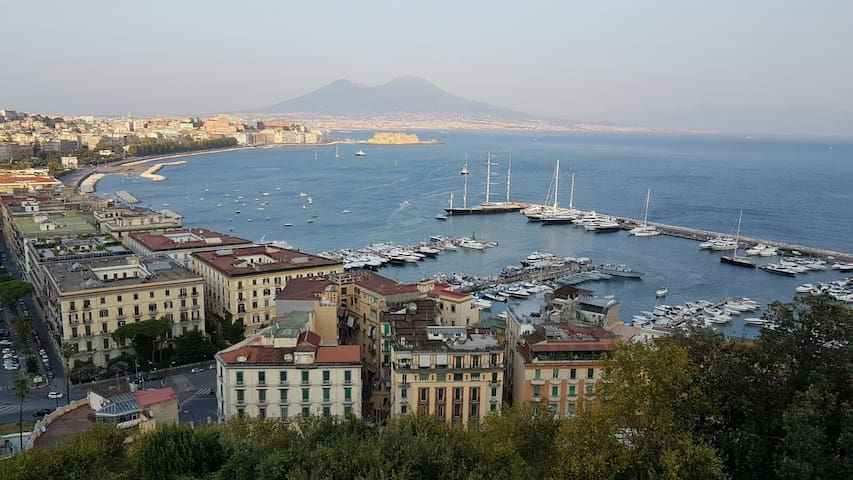 Casa Claudia is 10 mts from the Seafront of Naples - Napoli - Bed & Breakfast