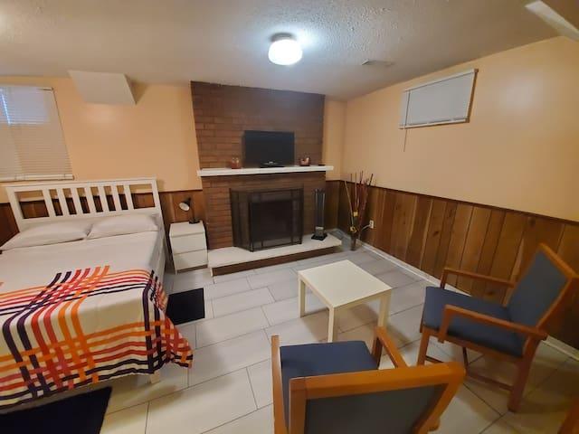 1 bedroom Basement apt (Warden/ Steeles)