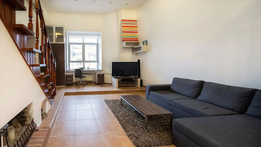 Spacious & Stylish Duplex City Center Apartment