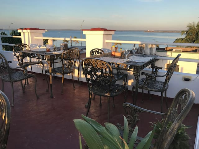 Room & Breakfast by teh Malecon