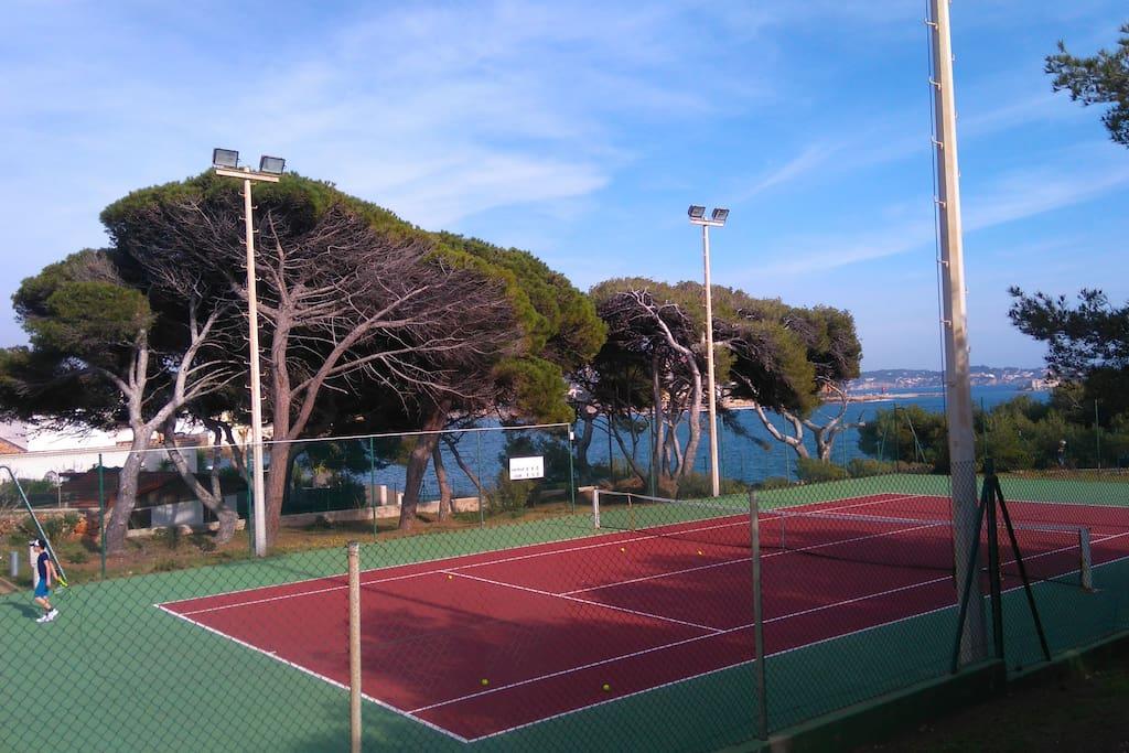 Terrains de tennis vue mer !!!