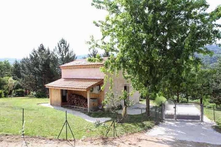Maisonnette Les Issignols Ardèche verte