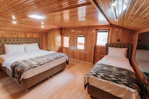 Iskalita HOTEL - Dreibettzimmer mit BALKON