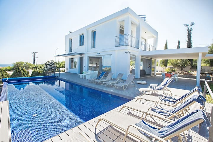 Villa Chloe, Panoramic sea views