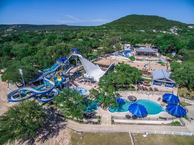 LakeTravis 4BR Home: Free waterpark,marina,dining
