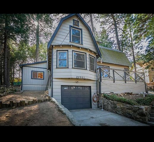 Furnished Crestline home, lake gregory, city view