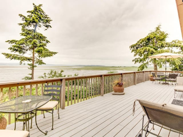 The Warm Beach Waterfront House on the Puget Sound - Stanwood - อื่น ๆ