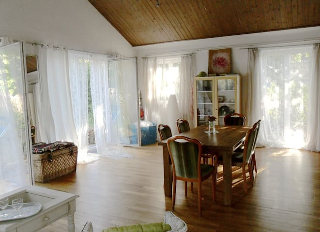 Spacious, Loftlike House in Romantic Garden - Coburg - Talo