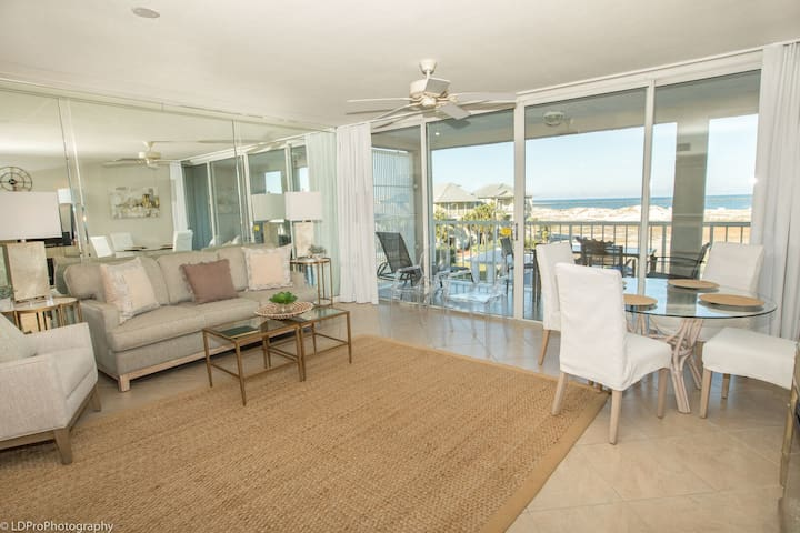 Magnolia House 306 is a recently updated 1 BR with great views