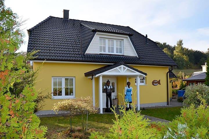 Haus Marikkendörp - Middelhagen - House