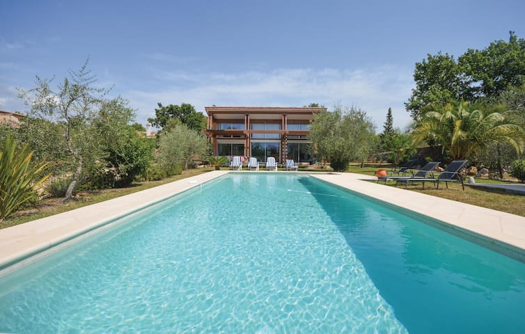 Holiday cottage with 4 bedrooms on 165m² in St Cezaire sur Siagne