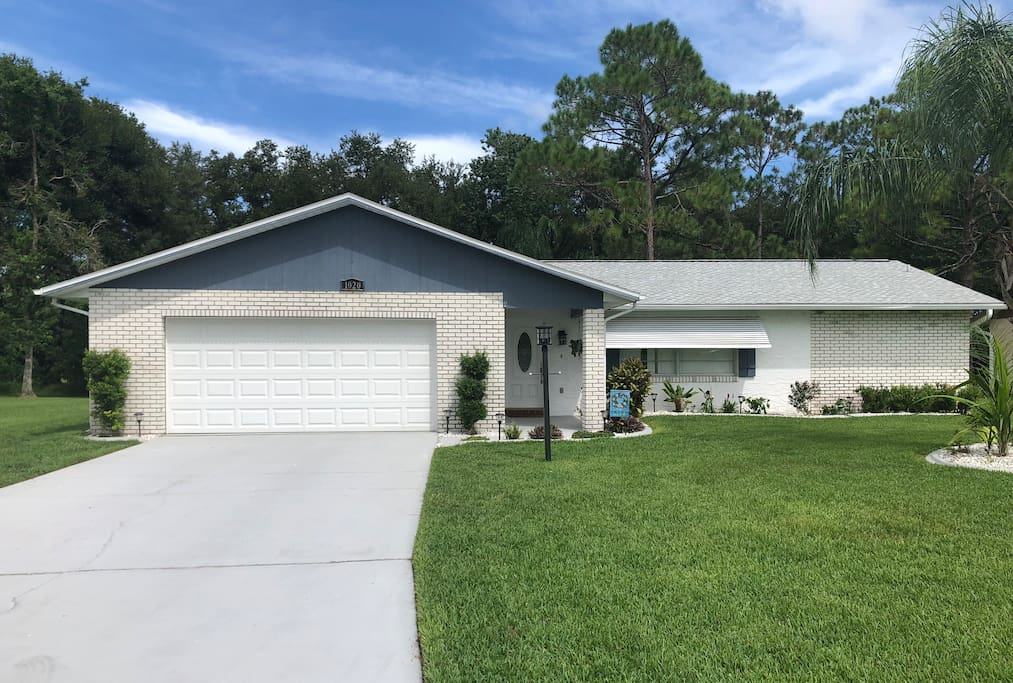 Oversized 2 bedroom 2 bath home with large enclosed back porch located in the heart of Port Orange