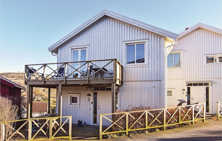 Holiday cottage with 4 bedrooms on 112 m² in Kyrkesund