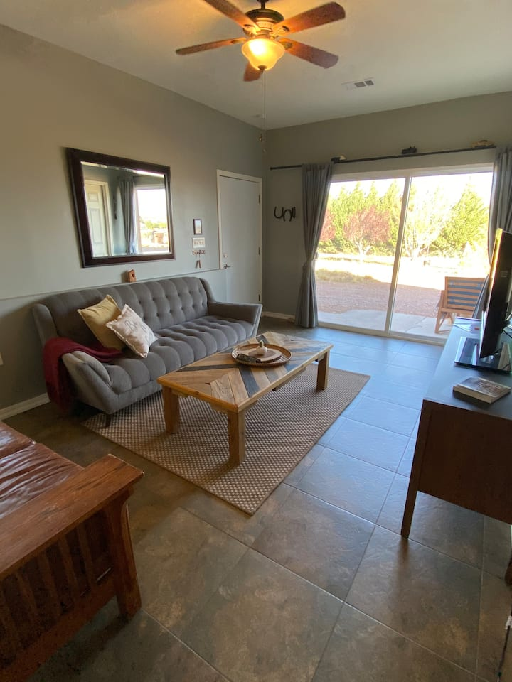 Clean Spacious Guest House+WiFi+Fire Pit w/Views