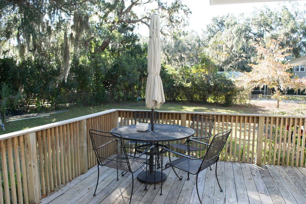 Quiet back deck. Enjoy morning coffee under moss-draped oaks