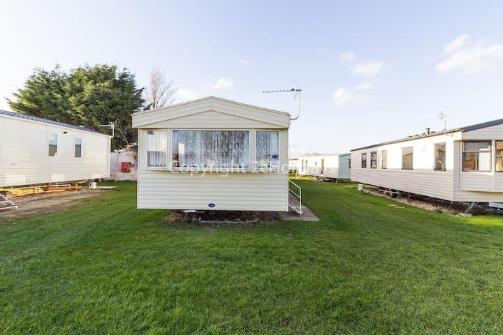 8 berth caravan for hire at Sunnydale park Lincolnshire Skegness ref 35140B