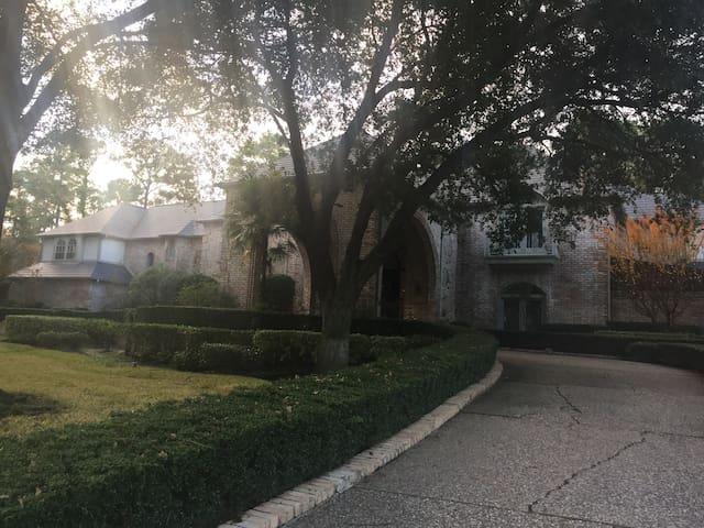 Super Bowl - Luxury Chateau