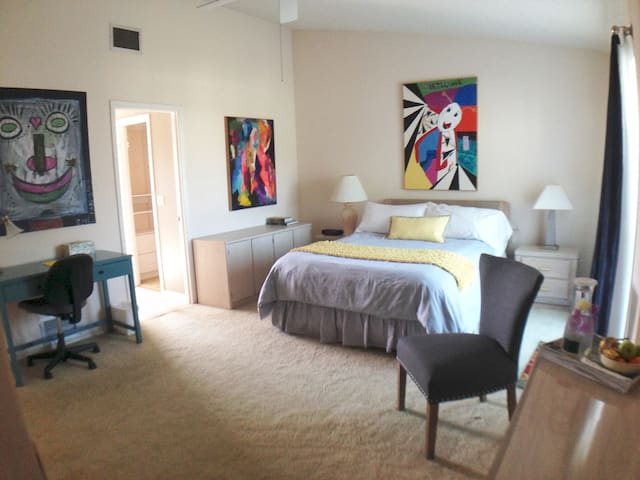 Beautiful, quiet room. Golf, beaches, IMG  nearby. - ブレイデントン - 別荘