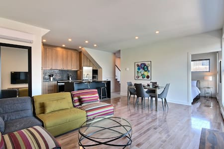South West Luxury 3 Bedroom with Rooftop