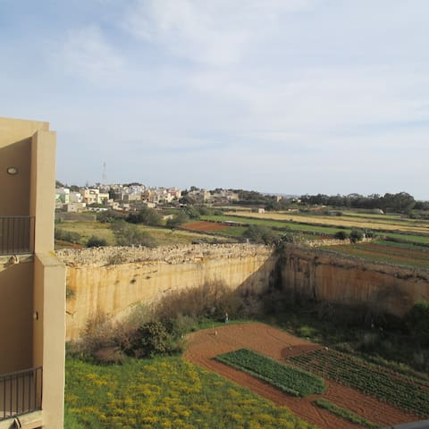 Double bedroom w/ensuite & terrace - Ħal Għargħur - Daire