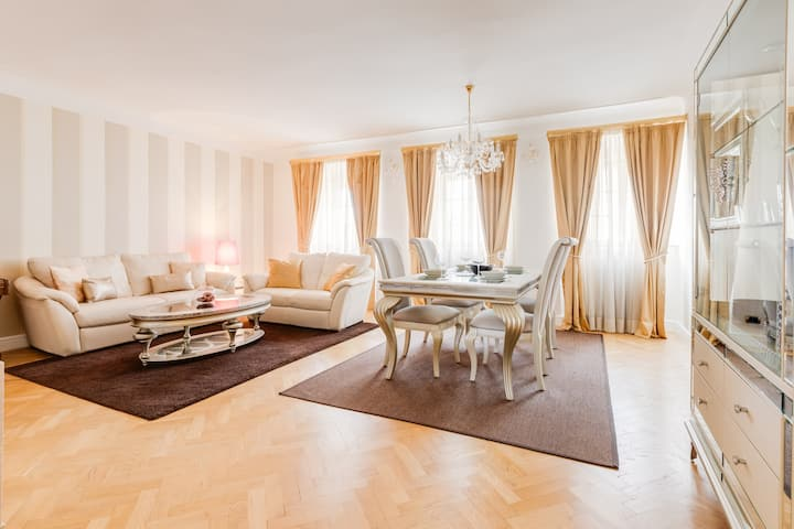 CHARLES BRIDGE PRESIDENTIAL APARTMENT