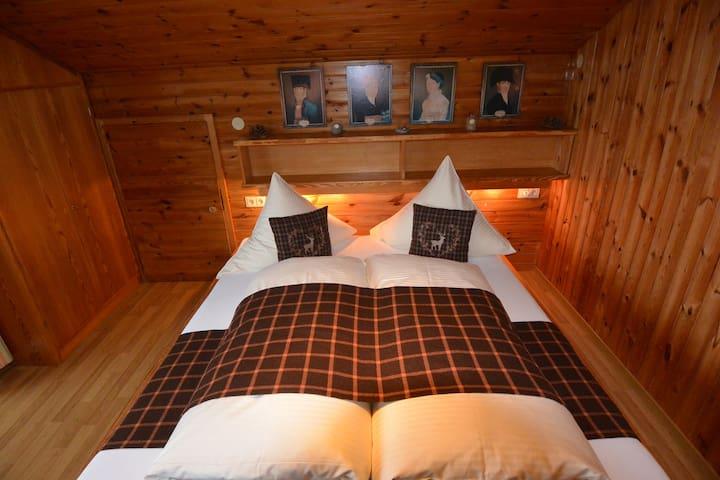 Dachgeschosswohnung mit 3 Schlafzimmer f. 10 Gäste