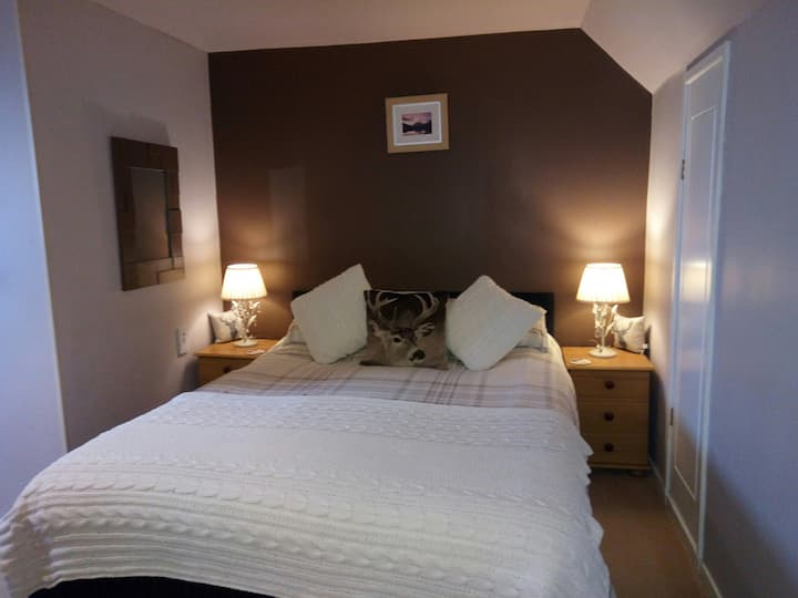 Room only £49pn Family home en-suite.King size bed