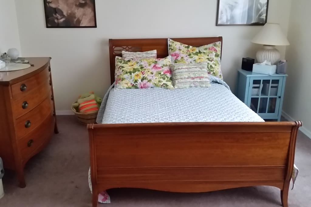 12'x14' room, double bed, dresser
