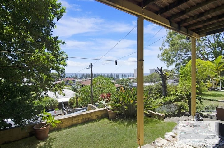 Burleighwaves Seaview Garden Studio