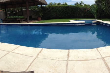 Charming and cozy beach house! - Puerto Quetzal