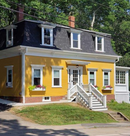 388  SUITE - York Harbor Inn
