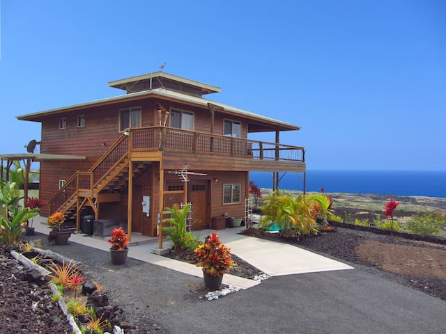 Milolii Whale House With Ocean Views and Pool!