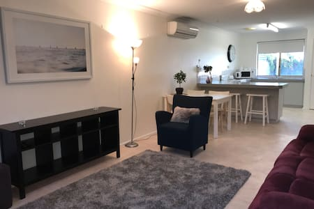 Family friendly Australind villa - Australind - Huvila