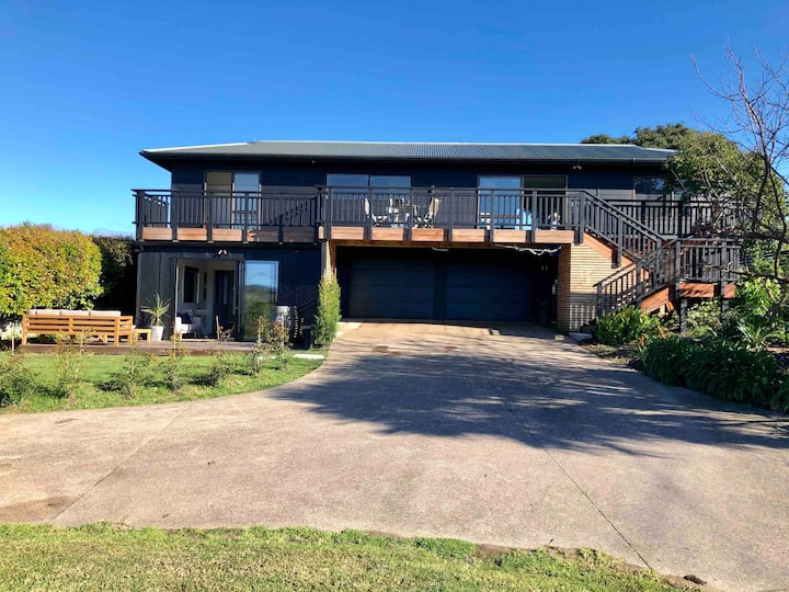 4 Bedroom, 3 Bathroom house in the heart of Oneroa
