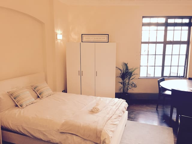 Private bedroom Central London - Trafalgar Square