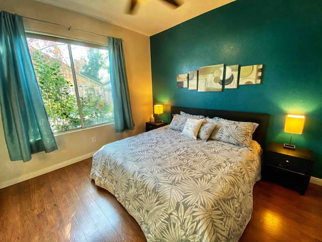 Master Suite with Private Bathroom in Elk Grove