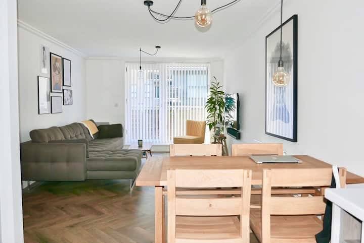 Stylish and Super-Central 2BD Modern Apartment