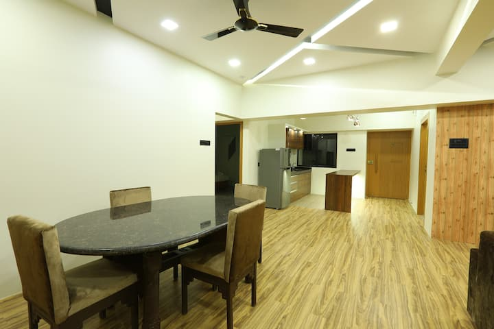 Luxury 5 Bedroom in Dadar near station