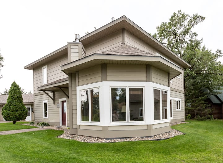 Bay Colony(771) 2BR/2BA upper unit steps away from Gull Lake's Beach, Nisswa, MN