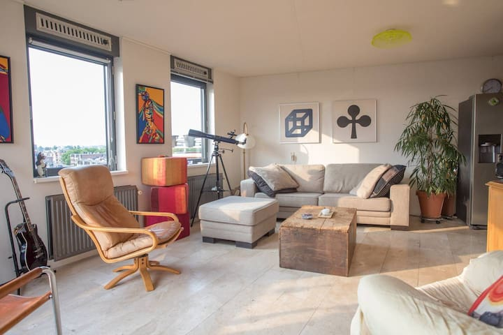 Great condo with almost 360 view of Amsterdam