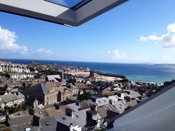 Lighthouse Watch,St Ives,beach harbour bay views.