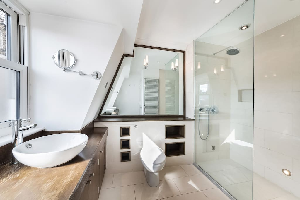 En-suite bathroom for exclusive use with super king rm
