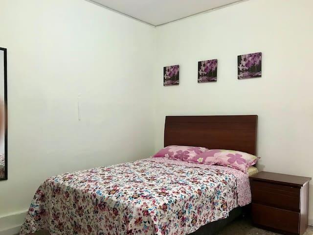 Dormitorio 2 plazas, espejo cuerpo completo.