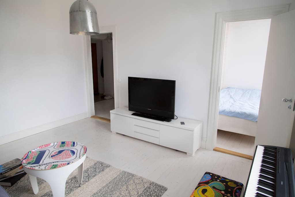 Living room, with sofa and TV