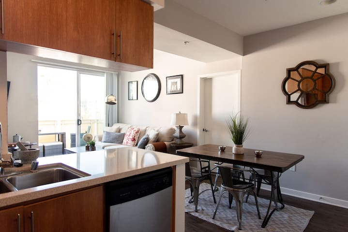 Santa Monica 2Bedroom/2 Bath by Promenade, Pier